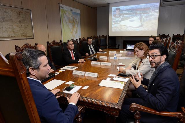 Interpretação consecutiva da audiência entre o Ministro de Estado do Transporte e o CEO da Hyperloop